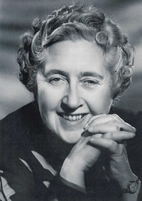 Agatha Christie Zdroj: https://www.bux.cz/autori/566-agatha-christie.html