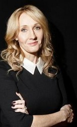 Autor knihy Robert Galbraith (J. K. Rowlingová) Zdroj: https://www.bux.cz/autori/38554-robert-galbraith.html